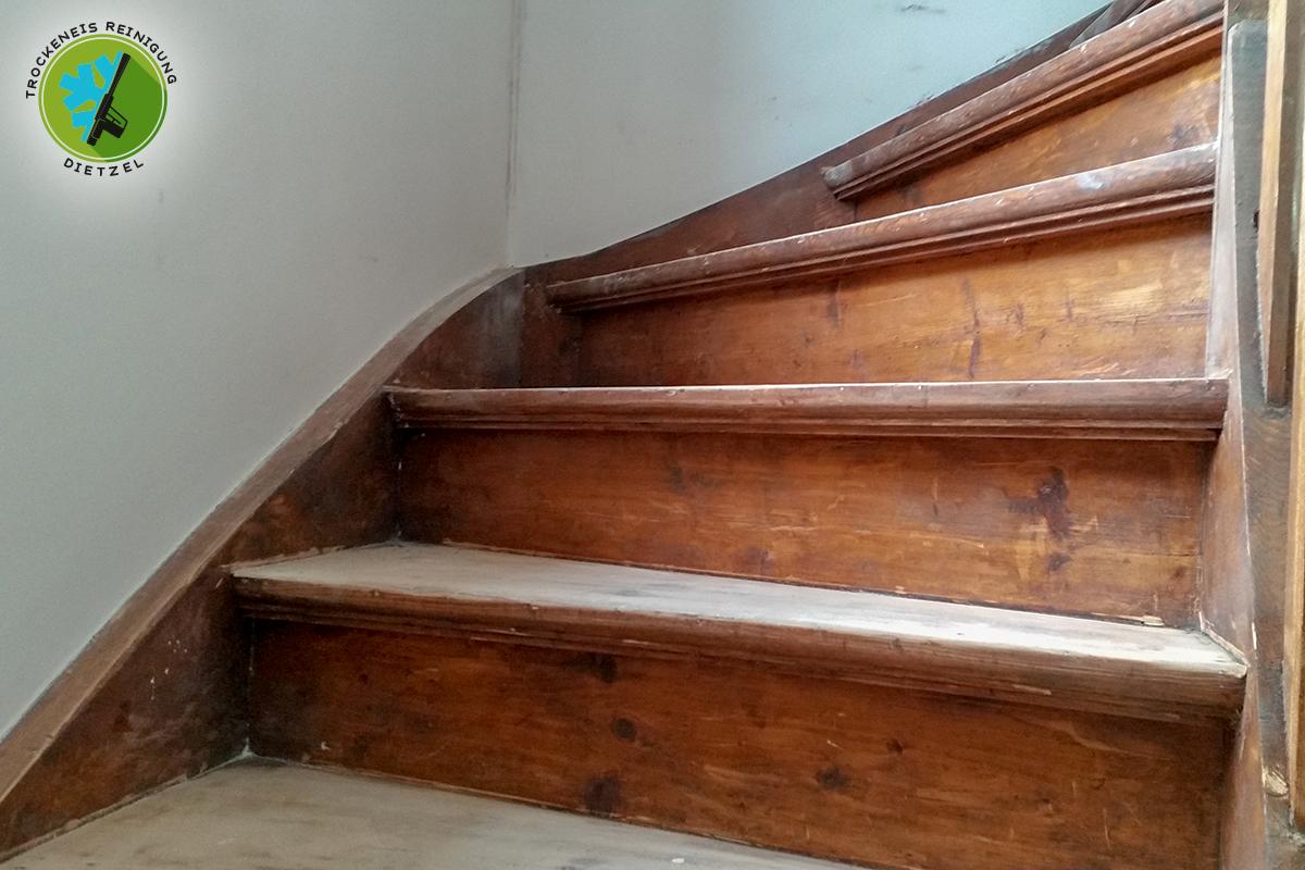Relativ Holztreppe von Farbe befreien - Trockeneisreinigung Dietzel WW26
