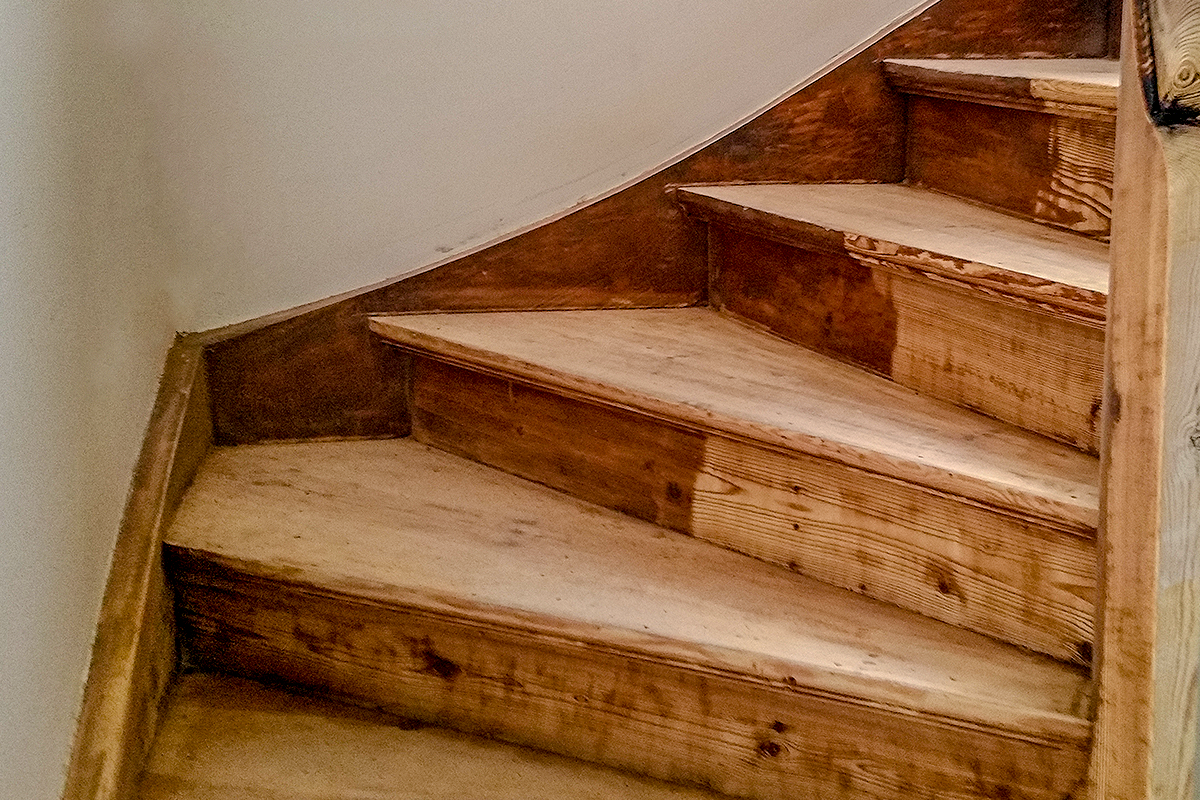 Extrem Holztreppe von Farbe befreien - Trockeneisreinigung Dietzel AM65