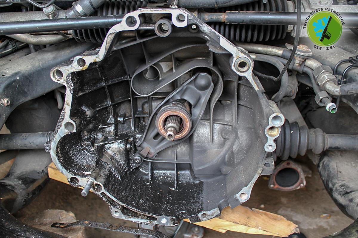 Motor reinigen, Getreibe säubern, Öl entfernen, Motorwäsche, Trockeneisstrahlen, Trockeneisreinigung Dietzel, Getriebe Ölschlamm