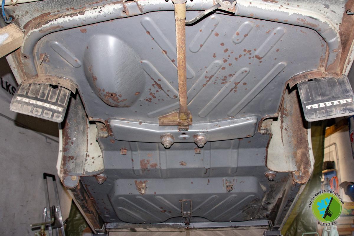 Oldtimer, Trabant, Unterbodenschutz entfernen, erneuern, Trockeneisreinigung Dietzel