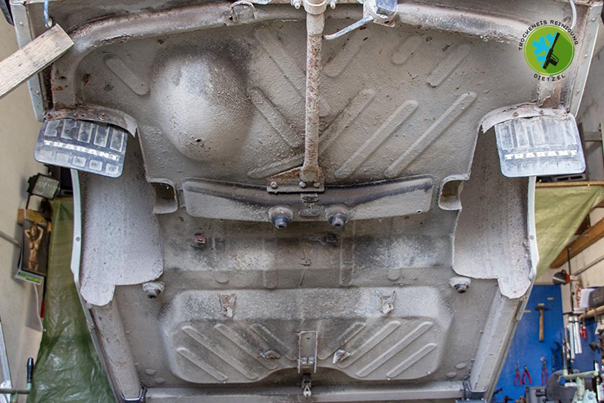 alten Unterbodenschutz entfernen, Trabant, Oldtimer, Autoliebhaber, Trockeneisreinigung Dietzel