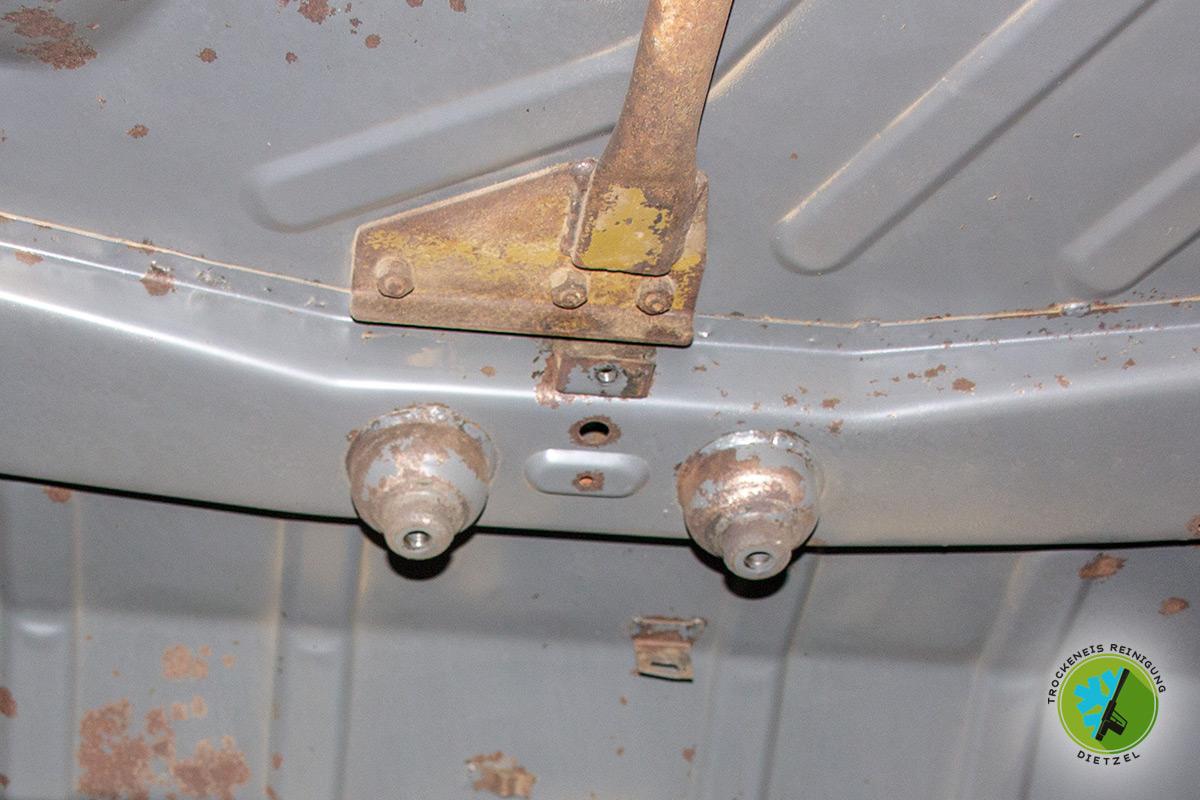 mobile Unterbodenschutz entfernuung ohne Untergrund beschädigung, Trockeneisreinigung Dietzel, Oldtimer, Jungtimer
