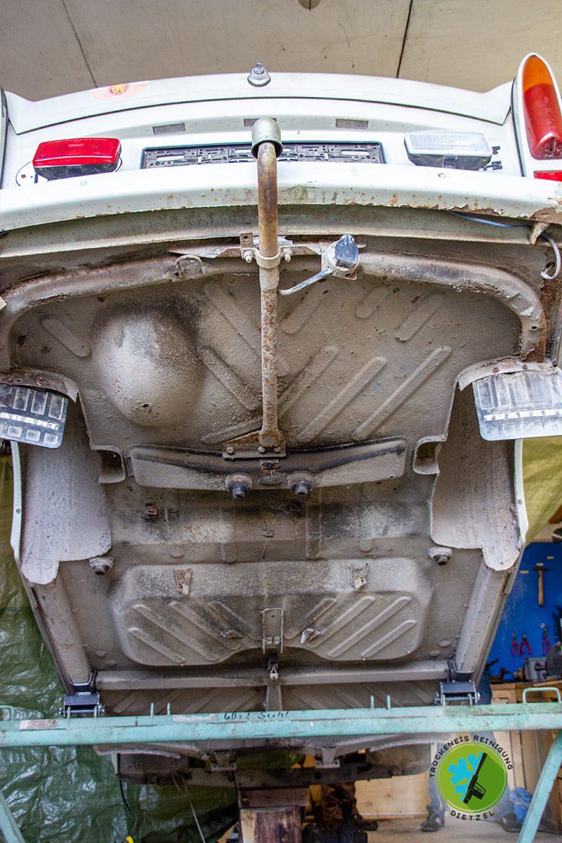 Trabant, Trabi, Oldtimer, Unterbodenschutz entfernen, Trockeneisreinigung Dietzel